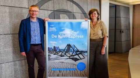 Sophie Dutordoir, CEO NMBS en Georges Gilkinet, minister van Mobiliteit, zijn tevreden met de introductie van een rechtstreekse kusttrein
