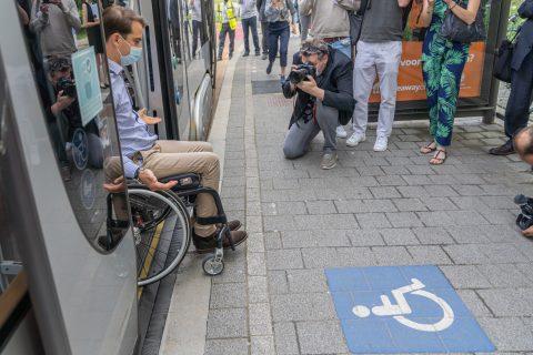 De MIVB installeert perronranden voor rolstoelgebruikers