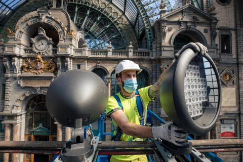NMBS plaatst LED lampen in centraal station Antwerpen