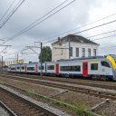 Een NMBS-trein bij station Ruisbroek, foto