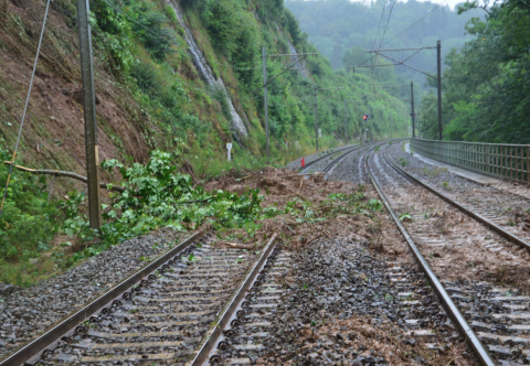 Hevige regenval veroorzaakt stremmingen op het spoor in Zuid-België, foto: Infrabel