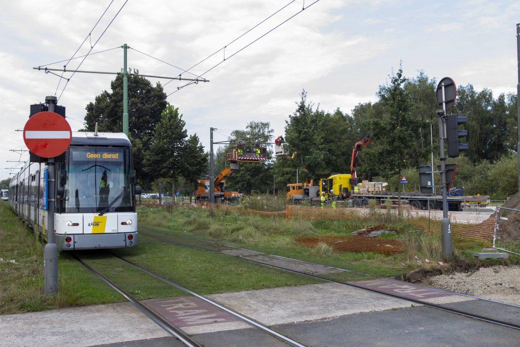 Werken aan de tramlijn op de Linkeroever in Antwerpen
